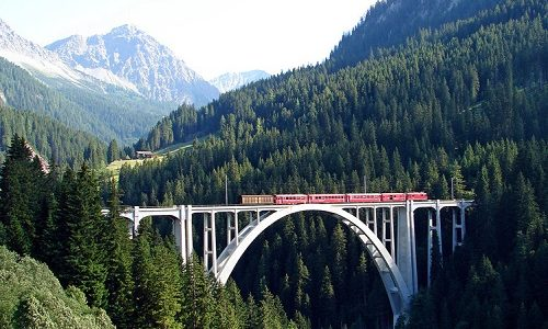 Discover Italy and Switzerland with the scenic train journey